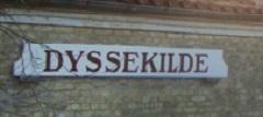 Renoveret skilt På Dyssekilde Station